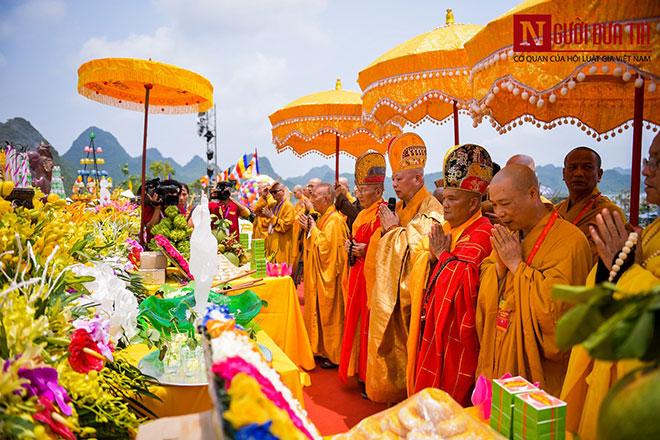 Chính sách nhất quán và đúng đắn của Đảng, Nhà nước Việt Nam là: Tôn trọng và bảo đảm quyền tự do tín ngưỡng, tôn giáo của các công dân; các tôn giáo đều bình đẳng trước pháp luật. Ảnh minh họa